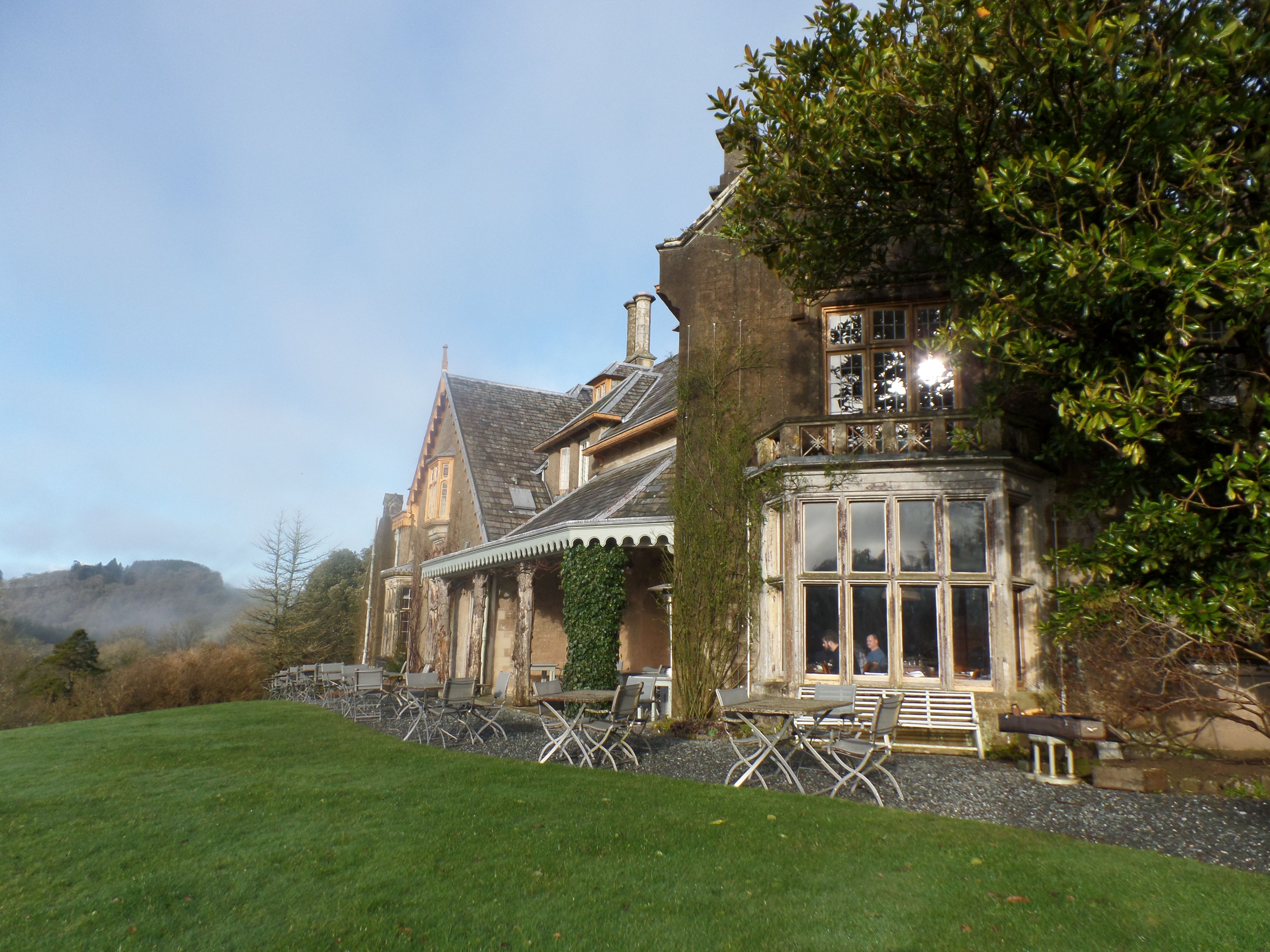 Lost in the countryside, away from it all, you feel like if you had gone through an enchanted door and entered another world. The wonderful garden setting, the beautiful manor house, the kind and efficient staff make you feel like you are sharing a dear friend's house.