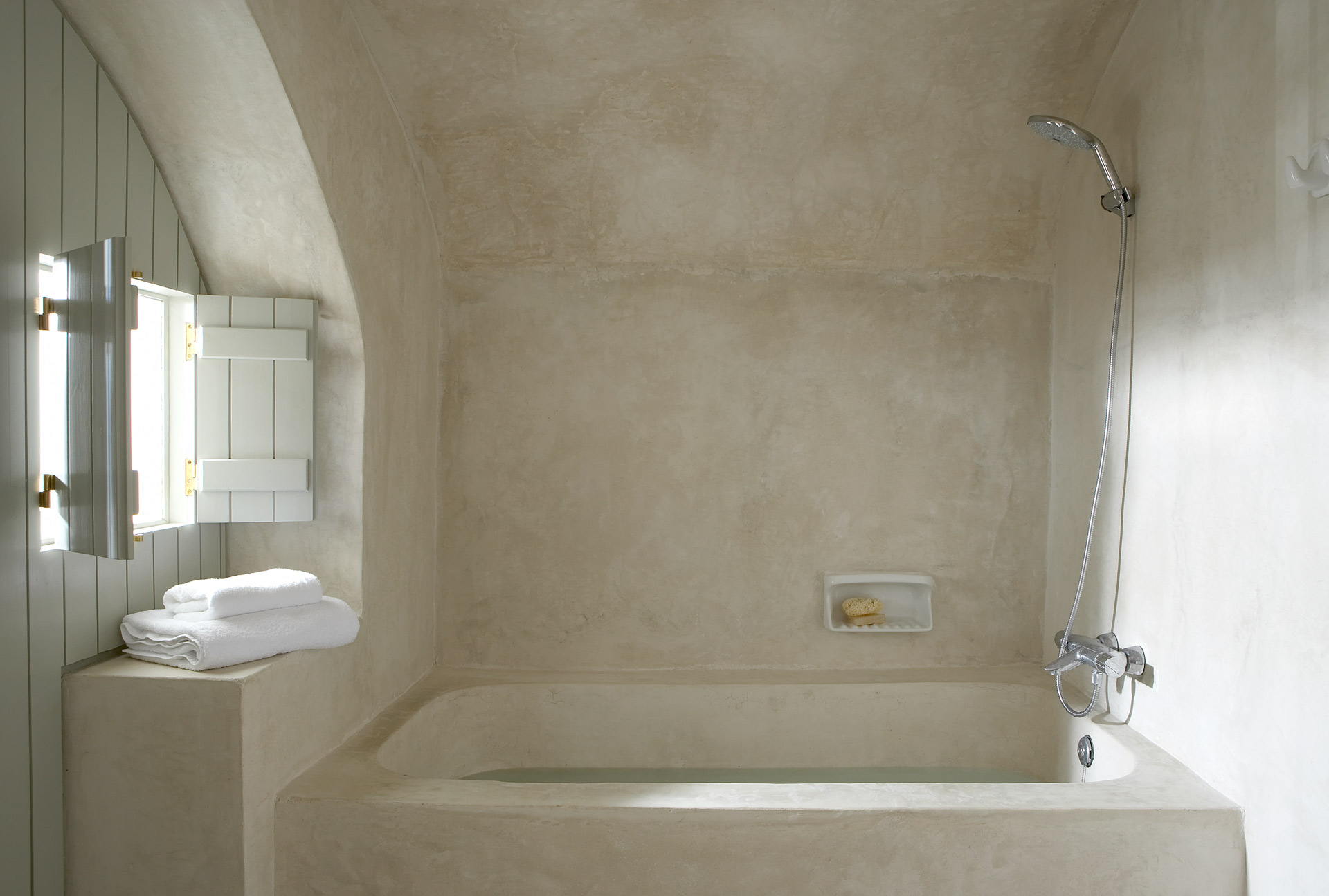 Villa fabrica santorini bathroom from the poolside boutique hotels and villa with pool for - Deco badkamer hout ...