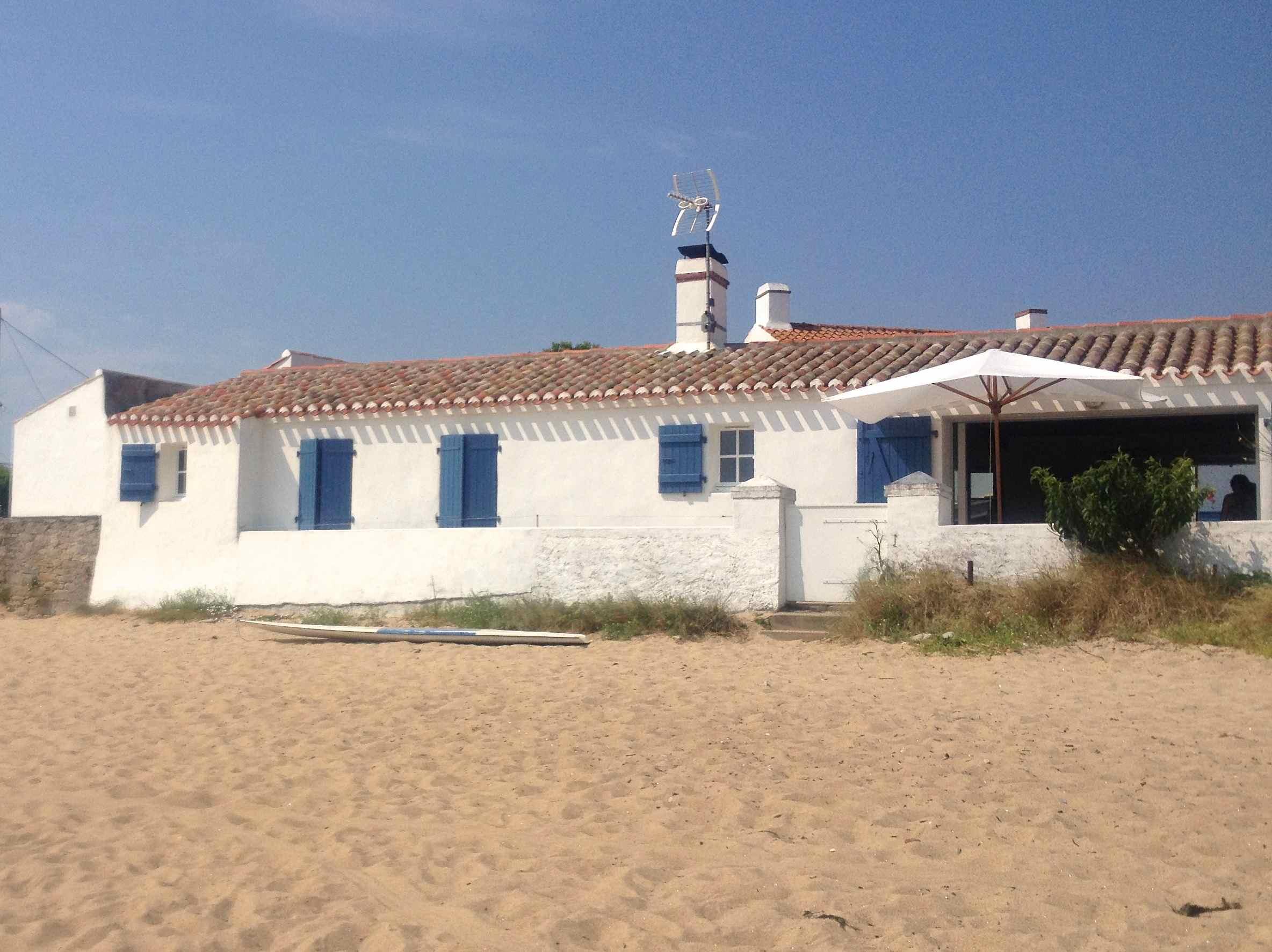 Noirmoutier, Le Vieil, beach and house on the beach