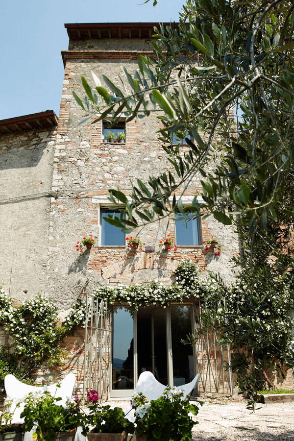 Il Ghiottone Umbro, bed and breakfast in Umbria, Italy. Exterior of the old house