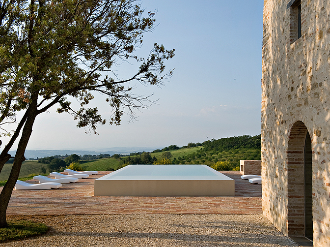 Casa Olivi, villa rental for 11 people in Itally, the Marche region. Beautiful view of the pool