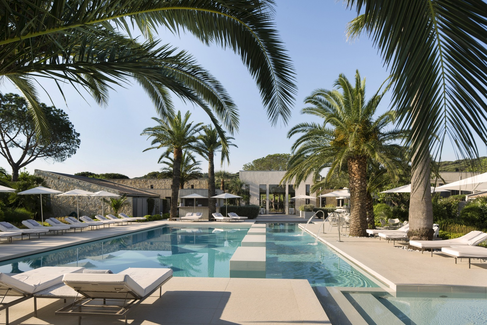 hotel sezz saint tropez from the poolside boutique hotels and villa with pool for chic family. Black Bedroom Furniture Sets. Home Design Ideas