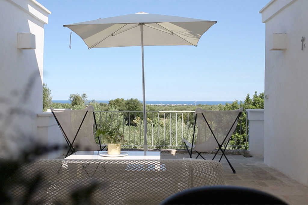 Masseria Alchimia, a stylish self-catering house with hotel services. Beautiful rooms with outdoor terraces and serene surroundings not far from the sea. Read the post for more information