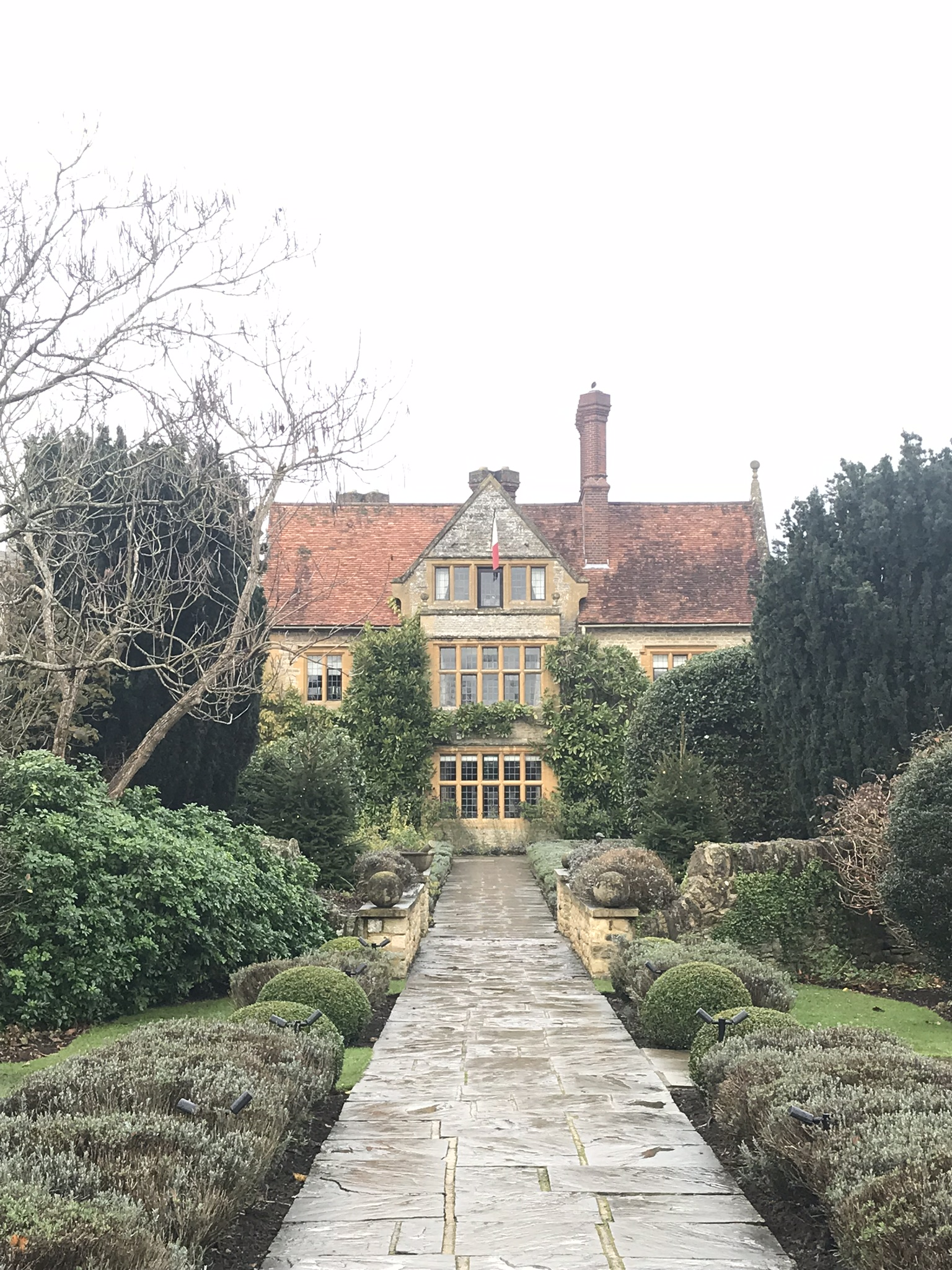 As I mentioned before, this year is a big birthday for me and Mr Bigg had very kindly booked a surprise weekend at Belmond Le Manoir. I would think that Belmond Le Manoir is quite splendid at any time of the year. In our case, we had the Christmas spirit all around, which was lovely.