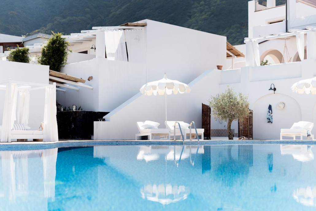 Principe di Salina is a boutique hotel with pool on the Aeolian island of Salina, near Sicily.Beautiful whitewashed interiors, delicious Italian food and the possibility to relax either by the infinity pool or in the heated spa bath. Read the post to find out more